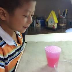 化学小实验:色素、小苏打和白醋让色彩