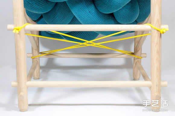 角落的大麻花沙發設計 就像一個柔軟的大抱枕