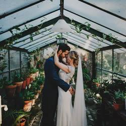 抛开大红大粉的传统 清新的草绿色婚礼设计