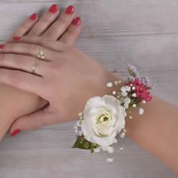手工鲜花手环制作方法 自制鲜花手环DIY教程