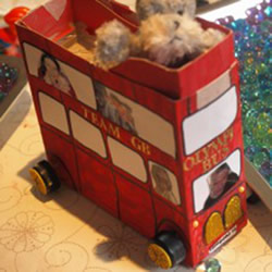 盒子制作伦敦巴士方法 旧盒子废物利用做巴士