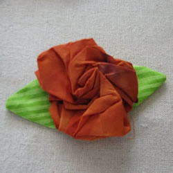 不织布玫瑰花制作图解 手工布艺玫瑰花的做法