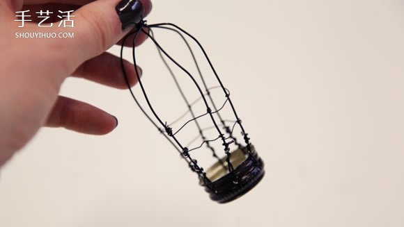 瓶盖制作鸟笼挂饰的方法 简单铁丝小鸟笼DIY制作 -  www.shouyihuo.com