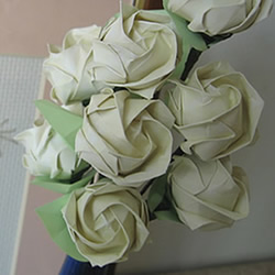 手工玫瑰花的折法图解 超详细折纸玫瑰步