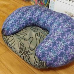 哺乳枕简单改造儿童沙发 自制宝宝沙发的方法