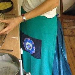 旧T恤改造厨房围裙图解 自制厨房围裙的制作方法