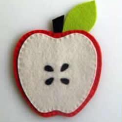 不织布苹果杯垫的做法 简单布艺水果杯垫DIY
