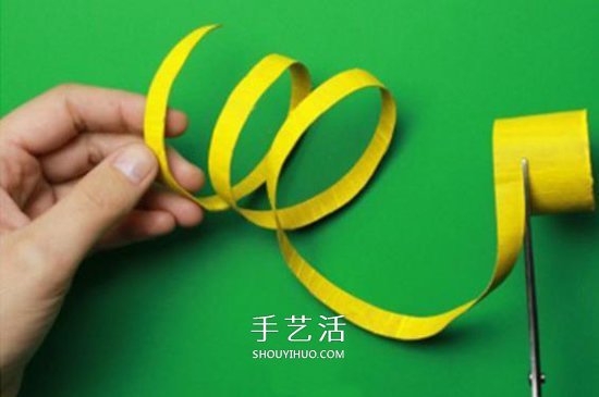 幼儿手工制作小蛇方法 卷纸筒废物利用做小蛇 -  www.shouyihuo.com