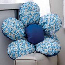 不织布花朵靠垫DIY 自制布艺花朵靠垫的做