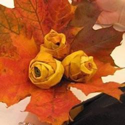 枫叶手工制作玫瑰花苞 树叶玫瑰花苞的做法