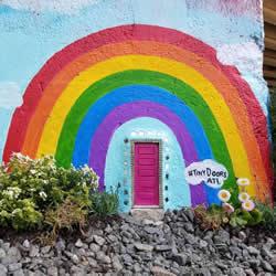 梦游仙境般的神秘感 隐藏在墙角边的小小门扉