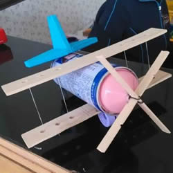 露露瓶子废物利用 DIY手工制作飞机模型图片
