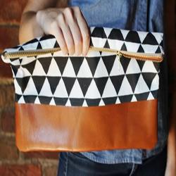 不织布和皮革的拼接手拿包手工制作图解教程