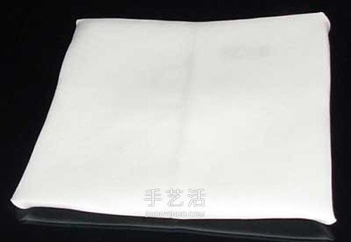 手工餐巾折玫瑰花图解 漂亮餐具玫瑰花的折法 -  www.shouyihuo.com