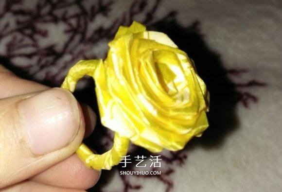 丝带折玫瑰花戒指图解 怎么折丝带玫瑰戒指 -  www.shouyihuo.com