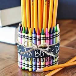 幼儿手工笔筒的做法 蜡笔笔管废物利用DIY笔筒