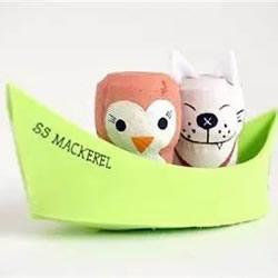 海绵纸做小船 再用红酒瓶塞做两位可爱乘客