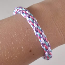 怎么编织彩色手链图解 四根绳编手链的方法