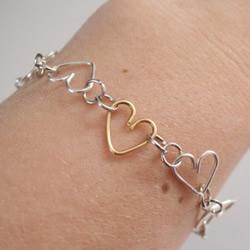 爱心手链的制作方法 金属丝DIY心形手链教程