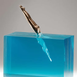 利用手工切割玻璃 模拟出澄澈的水中世界