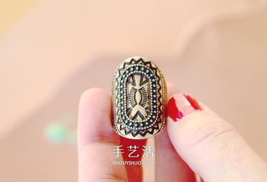 简单的指甲油小改造 让金属戒指拥有美丽色彩 -  www.shouyihuo.com