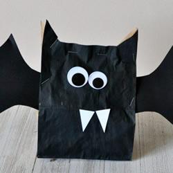 万圣节可爱小蝙蝠制作 利用牛皮纸袋改造而成
