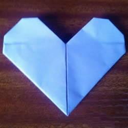 最简单心形的折纸教程 幼儿园折纸爱心图