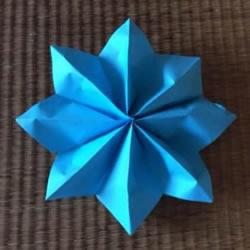 幼儿折纸花教程 最简单八瓣花的折法图解