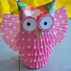 幼儿园猫头鹰小制作 卷纸筒和蛋糕纸巧利用