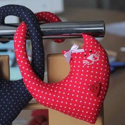 情侣猫咪公仔的制作方法 浪漫布艺情人节礼物