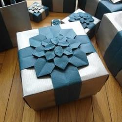 带盖子礼盒折纸 漂亮绣球花礼品盒的折法图解