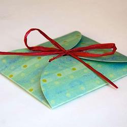 卡纸做礼品盒 扁形礼物盒子的折纸方法图解