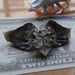 花心天使心的折法图解 好看美元折纸爱心教程