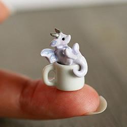 比米粒还小!瑞典雕刻家DIY指尖上的软陶作品