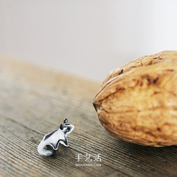 比米粒還小!瑞典雕刻家DIY指尖上的軟陶作品