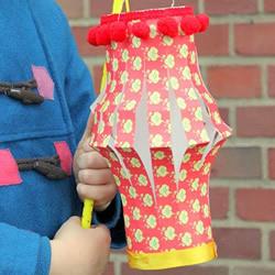 迎新年亲子手工:简单好看纸灯笼的做法图解