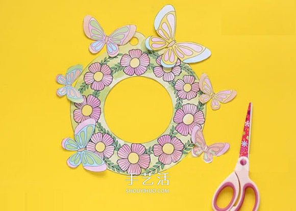 期盼春天的到來!卡紙做蝴蝶花環掛飾的方法