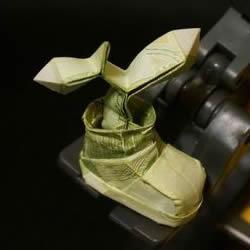 一元纸币折纸教程:鞋子里的芽苗的折法图解
