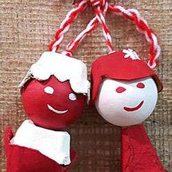 鸡蛋托做娃娃的方法 废物利用DIY人偶娃娃挂饰