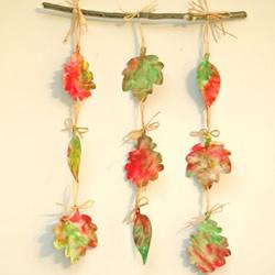 感受秋天的味道!幼儿手工制作树叶挂饰的方法