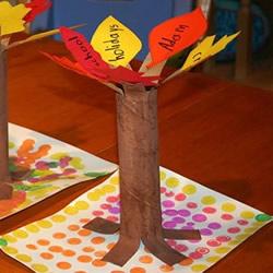 简单保鲜膜筒废物利用 幼儿手工做大树的教程