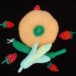 用毛线做水果的作品图片 还能当做趣味靠枕