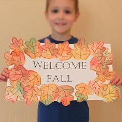 简单幼儿小制作:欢迎秋天的树叶卡片做法
