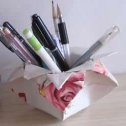 废纸折花型笔筒的折法 还可以当垃圾盒使用