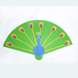 简单的幼儿园手工小制作 用卡纸拼贴孔雀开屏