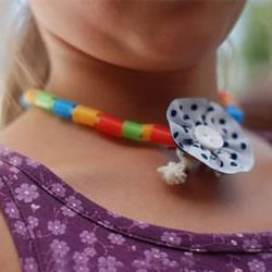 绚丽的颈间彩虹!吸管手工制作美丽项链的方法