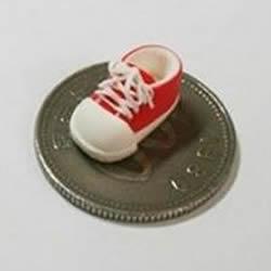 迷你手工教程!用粘土DIY比硬币还小的帆布鞋