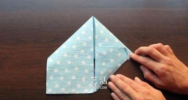 打發無聊等餐時光 餐巾紙手工摺紙兔頭的方法