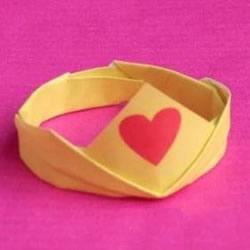 儿童手工折纸皇冠的教程 芭比公主皇冠的折法
