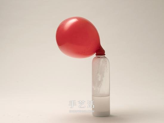 简单的气球小魔术:不用吹气让气球变大 -  www.shouyihuo.com